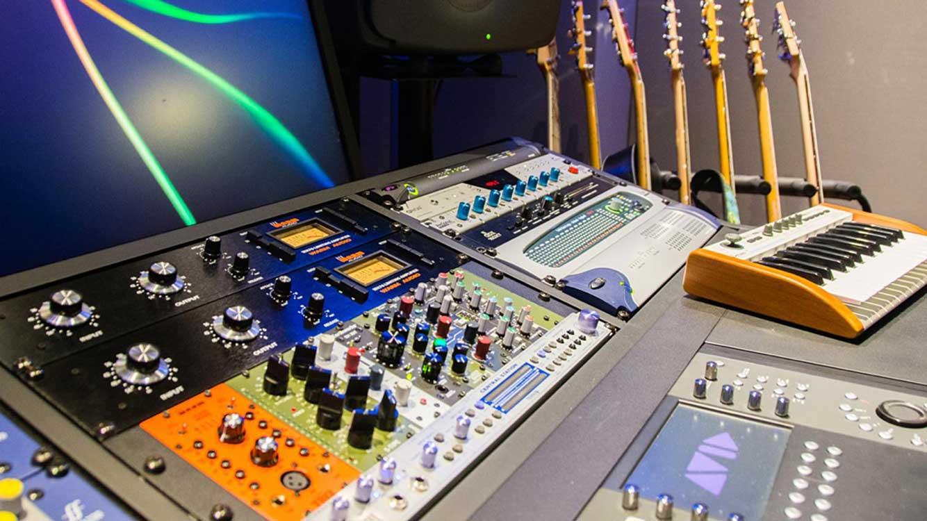 avid-regia-mixxing-studio
